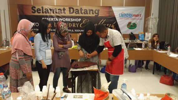 training seminar workshop laundry cuci sepatu 570x320 - training - seminar - workshop - laundry - cuci sepatu